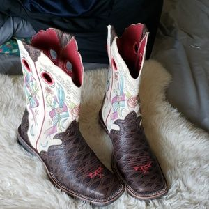 Nwob Ariat rose floral live ride cowboy boots